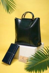 Phối đồ với túi xách màu xanh rêu